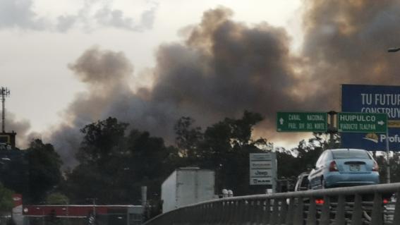 se registra aparatoso incendio en pastizales xochimilco