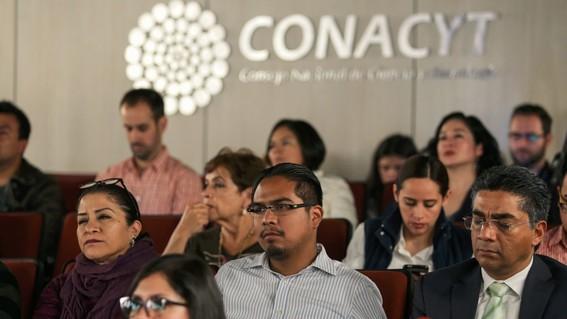 estudiantes becados por conacyt