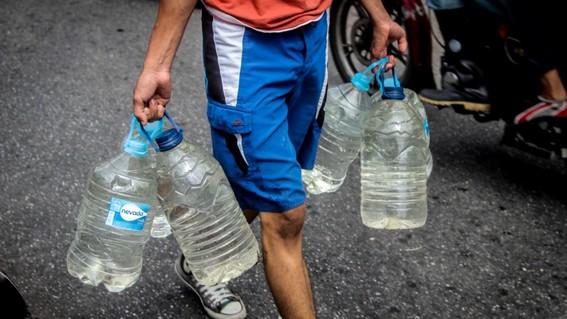 venezolanos beben agua de rios contaminados