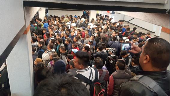 usuarios reportan manana caotica en metro cdmx