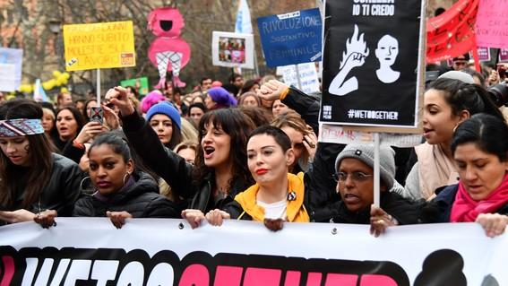 absuelven por violacion a hombres en italia porque la victima era fea