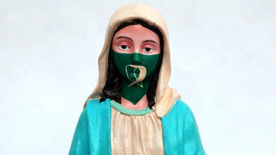 Polémica por una virgen con el pañuelo verde del aborto legal