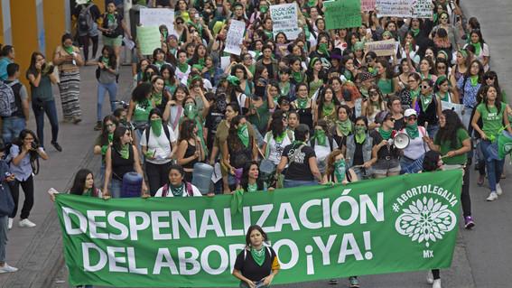 mujeres organizadas marchar a favor de la despenalizacion del aborto