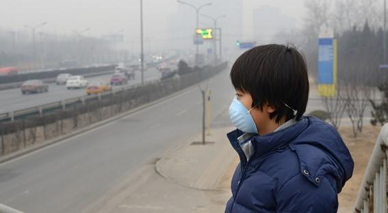 miles de ninos abandonan su pais por culpa del aire contaminado