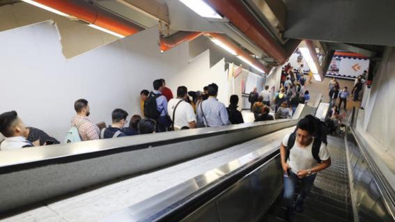 escaleras 4 lineas del metro seguiran suspendidas