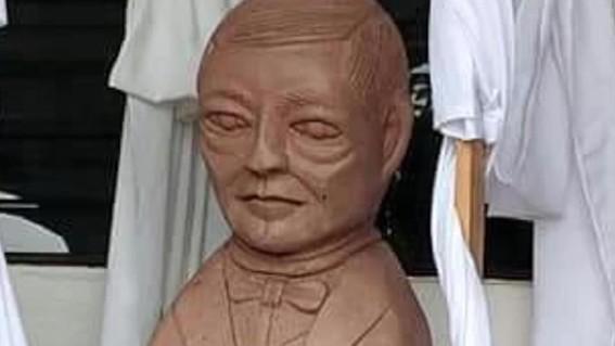 benito juarez busto meme escultura san antonio san luis potosu yoni castillo yony castillo benet juarez alienigenas ancestrales alien