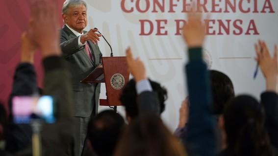 a3d56cd6f4f AMLO da su definición de  periodista fifí  a Pedro Ferriz - mexico