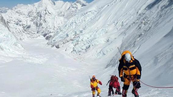 glaciaresdeleverestsederritenyaparecencadaveresdealpinistas