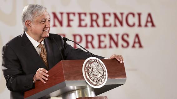 López Obrador consulta a mano alzada si se debe responder a Trump