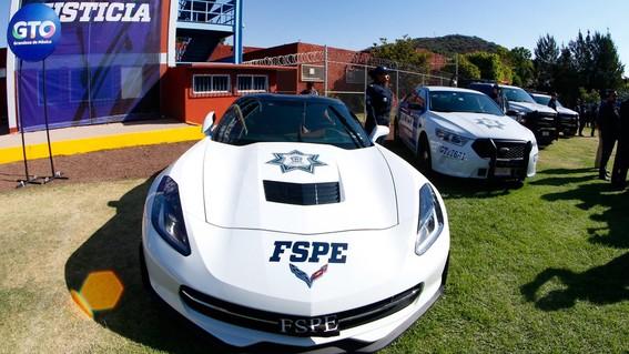 policias de guanajuato usan corvette para patrullar
