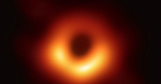 asi se ve la primera imagen de un agujero negro en la historia