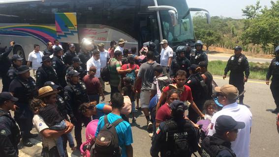 detienen migrantes en chiapas