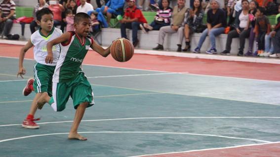 ninos triqui te invitan a jugar basquetbol descalzo