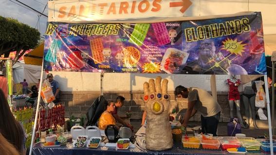 puesto vende comida estilo avengers endgame slp