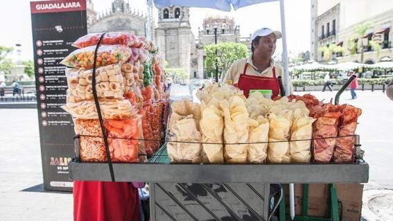 fuera de casa 7 de cada 10 pesos se gastan en botanas