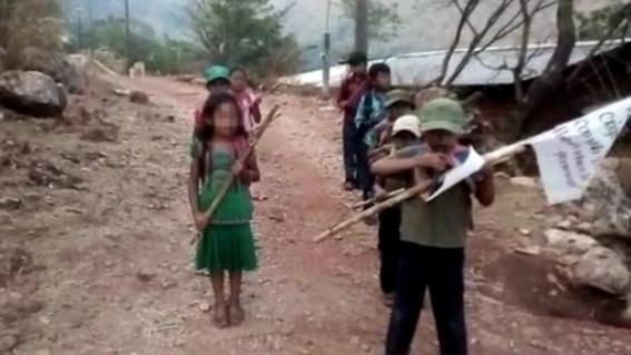 ninos anuncian su incorporacion a la policia comunitaria en la montana baja de guerrero
