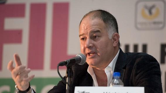 el periodista hector de mauleon ha sido uno de los criticos de la 4t