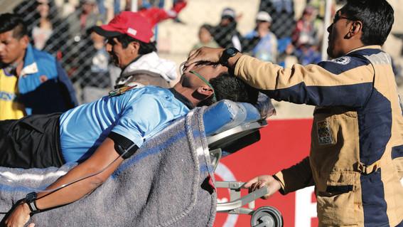fallece arbitro boliviano en pleno juego de futbol