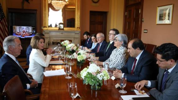 la imagen de roberto velasco alvarez en donde se ve comiendo cacahuates en una reunion bilateral con funcionarios de eu le llevo a ser conocido c