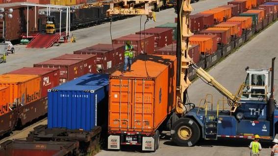 estados unidos mantiene su decision de aplicar aranceles a las importaciones mexicanas desde el lunes; amlo dice que aun hay tiempo de negociar l
