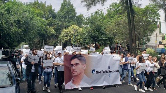 nosfaltaroberto universitarios protestan en coapa por secuestro de su companero de generacion