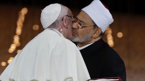 lider musulman recomienda golpear a esposas sin romperles los huesos