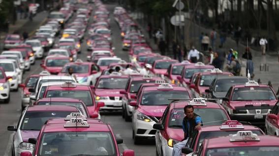 taxistas exigen app y circular en contingencia ambiental