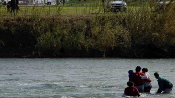mueren padre e hija al intentar cruzar el rio bravo