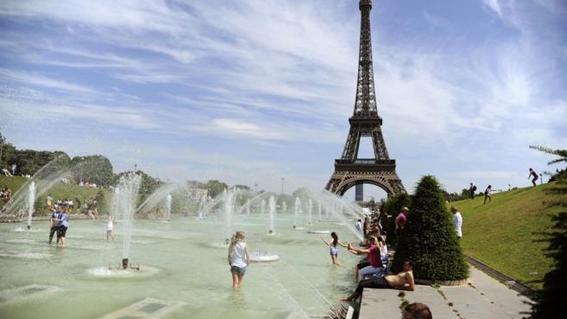 la inedita racha de calor ha levantado alertas en varios paises en los que  se esperan temperaturas superiores a los 45 grados inusuales para el