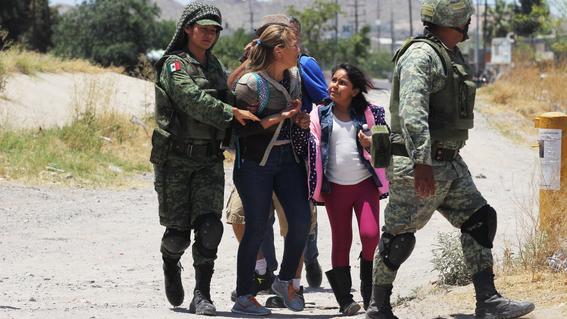 Irrumpen migrantes en estación migratoria en Chiapas