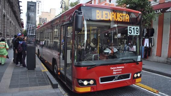 """en el metrobus ya suena el clasico """"tururu"""" del metro"""