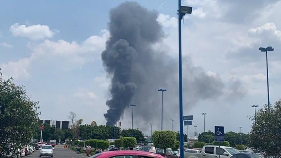 la tarde del lune se registro un incendio en las inmediaciones de la central de abastos ubicada en la alcaldia iztapalapa de la ciudad de mexic