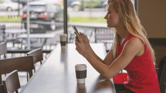 una encuesta realizada entre mas de 3 mil estudiantes mostro la relacion del uso del celular con tu vida sexual consumo de alcohol y salud menta