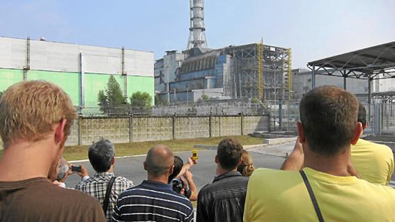 el presidente de ucrania firmo un decreto con el que busca convertir la zona de exclusion en torno a la central nuclear en un centro turistico