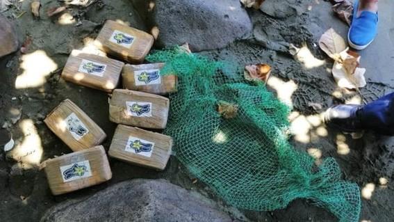 los habitantes de las playas de filipinas han notado el incremento de naufragio de misteriosos paquetes  se trata ladrillos de cocaina pura