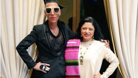 la titular de la secretaria de cultura alejandra frausto compartido una fotografia junto a edy smol que causo polemica en las redes sociales