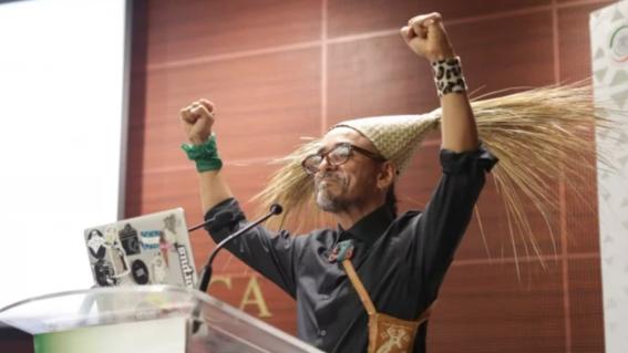 """el vocalista de cafe tacvba comenzo con la frase """"respetuosos y empiricos saludos hijos de la chingada"""" su participacion en un foro sobre machis"""