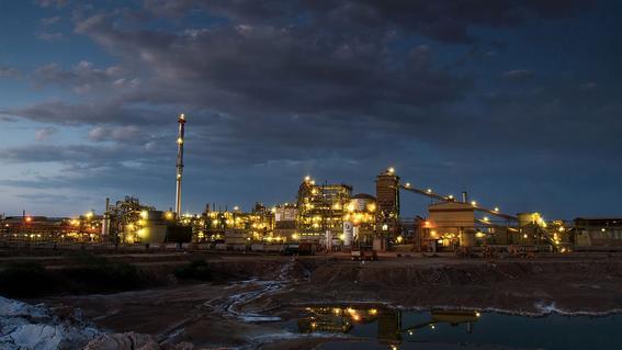 la profepa clausuro las operaciones de la terminal maritima de mexicana de cobre filial de grupo mexico por el derrame de acido sulfurico en el