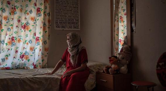 hostigamiento y abuso sexual asi viven las recolectoras de fresa en espana
