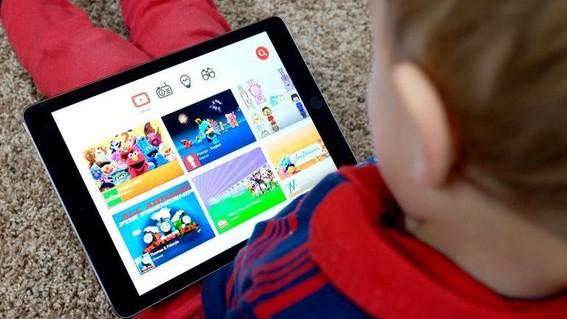 los videos con mas visualizaciones en youtube son aquellos de contenido infantil o juvenil tambien aquellos en los que participan menores de 13