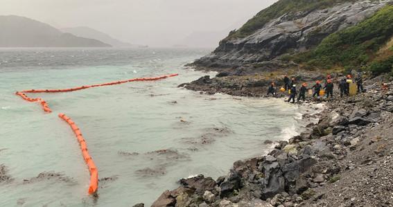 derraman 40 mil litros de diesel en isla guarello en chile