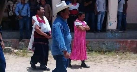 viste de mujer a alcalde de huixtan chiapas