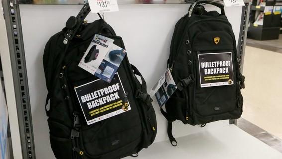 venden mochilas blindadas para ninos tras tiroteos en estados unidos