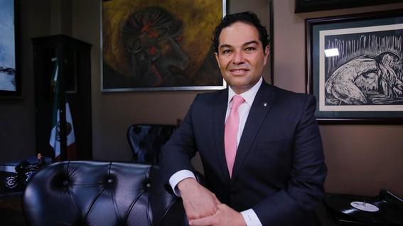 el alcalde enrique vargas lidera una encuesta en la que se evaluaron todos los municipios del estado de mexico; ocupa el sexto lugar a nivel naci