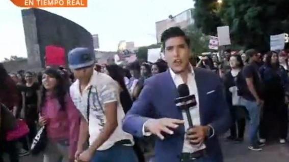 Reportero es atacado por un hombre en manifestación contra violencia de género