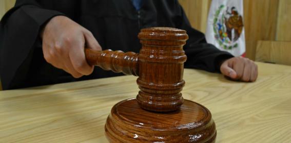un juez otorgo un amparo a dos integrantes de mexico unido contra la delincuencia con el que estaran autorizados para el empleo uso posesion y