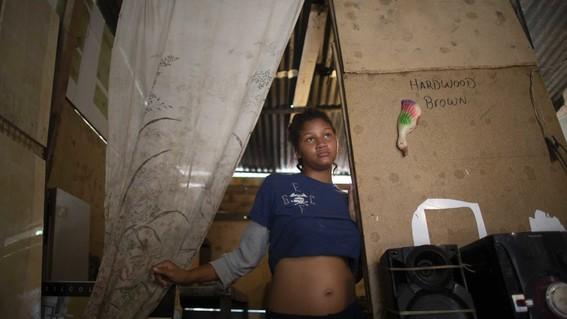 debido a la situacion economica que impera en venezuela que ha provocado la escasez de anticonceptivos muchas mujeres se embarazan por que no ti