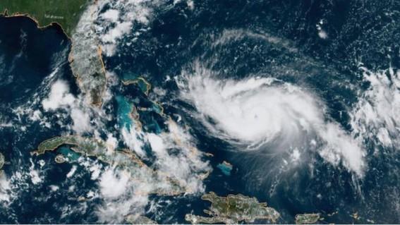la categoria cinco implica que el huracan tiene vientos mayores a 252 kilometros por hora y adquiere esa clasificacion en funcion de la velocidad