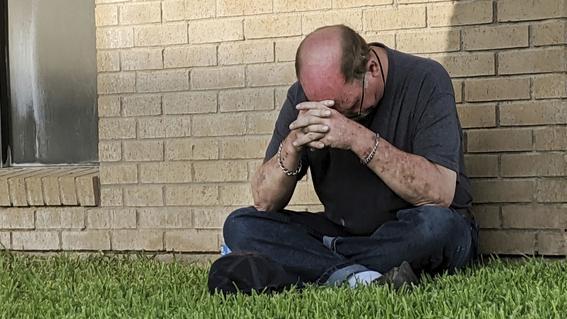 la cifra de muertos por un ataque a tiros en el oeste de texas aumento a siete el domingo mientras las autoridades investigan las causas del inci