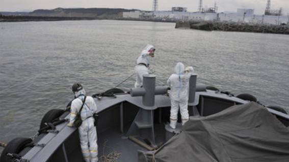 el ministro japones de medio ambiente dijo que la unica opcion para deshacerse del agua radiactiva de fukushima es tirarla en oceano pacifico